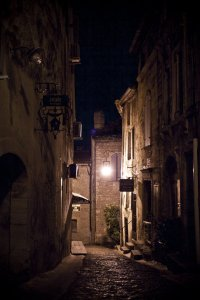 courtesy http://runawaygeek.deviantart.com/art/French-Street-By-night-194655307